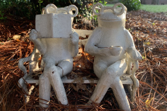 Frog Couple Statue